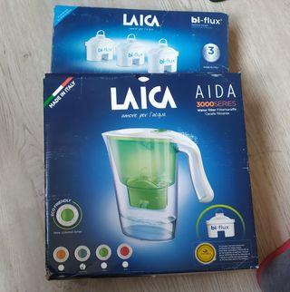 jarra de filtrado de agua con tres filtros