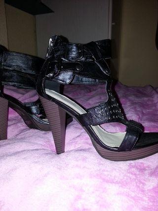13€ sandalias tacón gladiador negras bershka zara