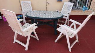 silla y mesa jardín patio terraza tumbona