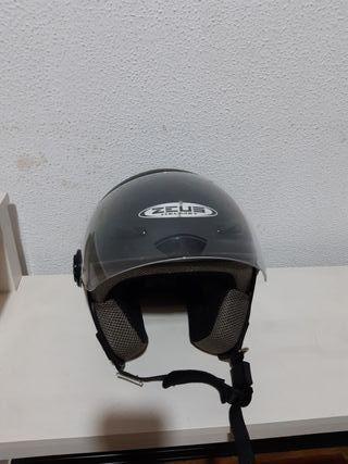 Casco de moto negro marca Zeus Helmet talla S