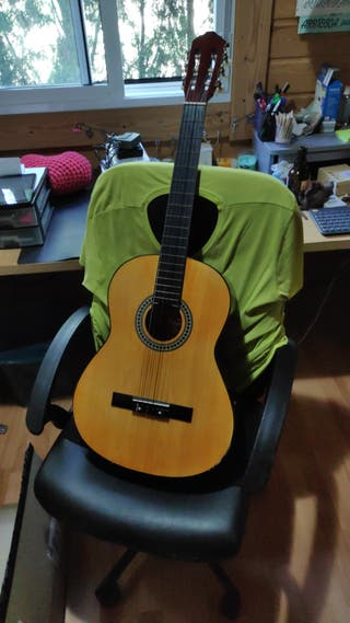 Guitarra española Romanza.