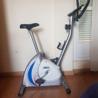 Bicicleta Estatica BH Fitness y Banco de Pesas