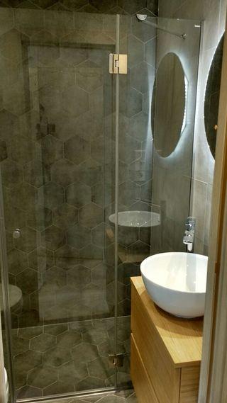 montador (instalador) de mamparas de baño
