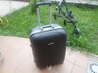 maleta viaje rigida de tamaño mediano
