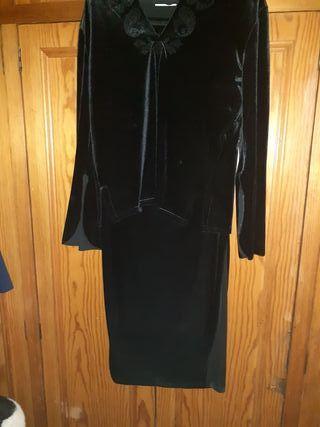 Traje negro de terciopelo 40,2