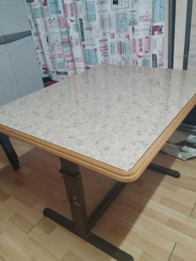 mesa regulable para comer y mesa de centro