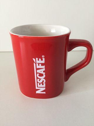 Taza Nescafe roja 50 años