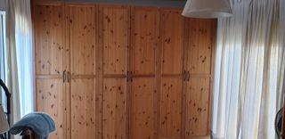 Armario de ropa de madera, muy grande
