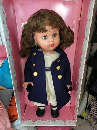 muñeca Mariquita Pérez romántica