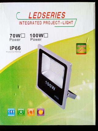Foco LED de 100W-luz blanca fría (8500 Lm)-IP66