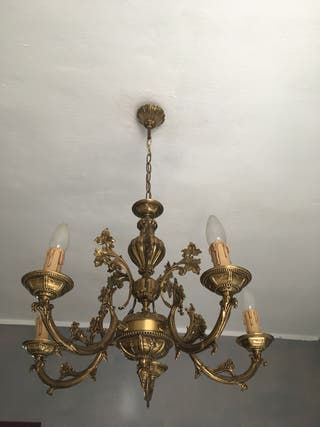 Lámpara de techo de forja tiene cristales para cil