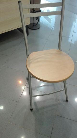 Conjunto de mesa de cristal y sillas