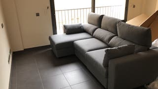Sofá Chaiselongue gris. 3 plazas.