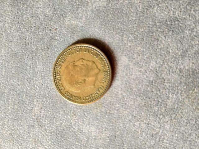 moneda de25 ptas y 1 ptas con mismo error de cuño