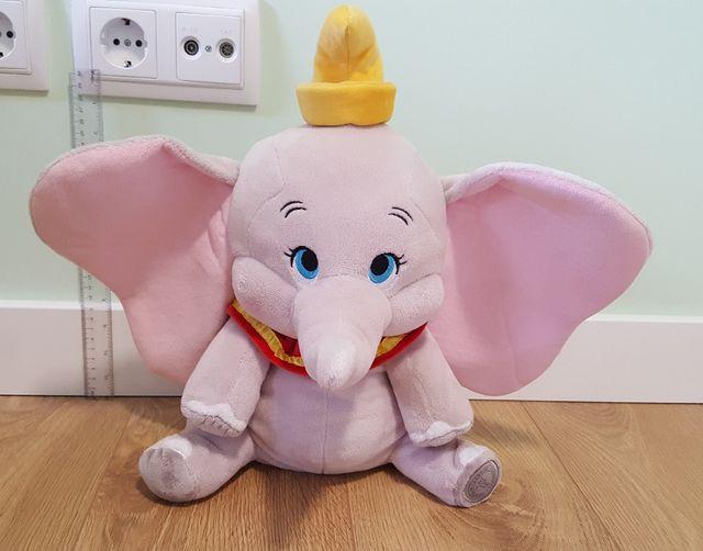 Peluche de Dumbo de Disney.
