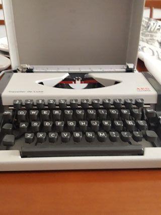 Máquina de escribir Olimpia AEG