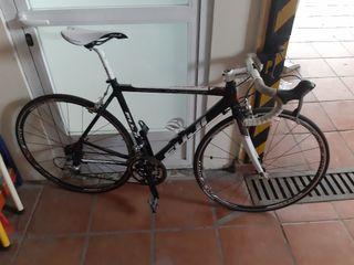 bicicleta de carretera FUJI edición Paris Roubaix