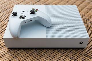 xbox one S + 1 mando + 2 juegos