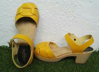 sandalias tacón amarillas Hasbeens