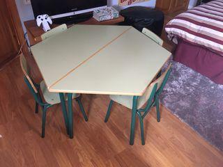 Mesa de juegos y escritorio infantil.