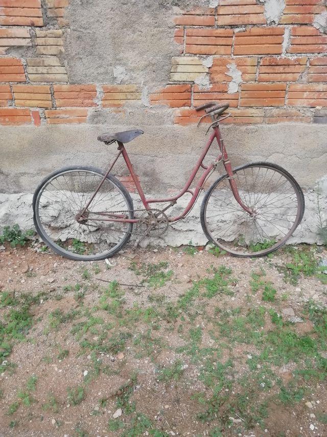 Bicicleta antigua de paseo