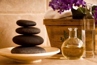 Masaje con piedras calientes