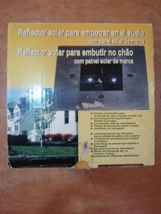 Reflector solar para empotrar en el suelo
