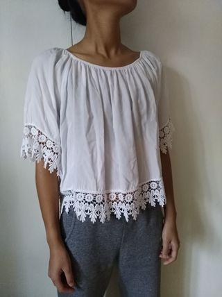 Blusa blanca con encajes