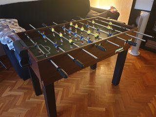 mesa de juegos tiene once con accesorios