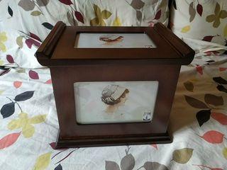 Caja portafotos de madera