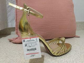 Sandalias de tacón doradas talla 37