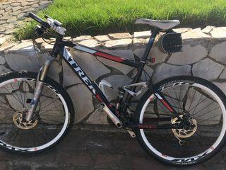 Bicicleta de montaña Trek doble suspensión