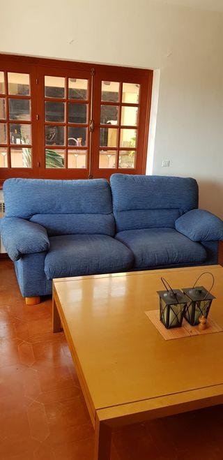 2 sofás, butaca y mesa de centro