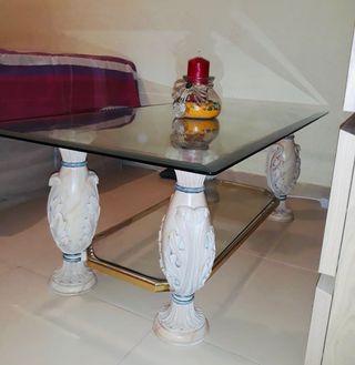 Mesa centro con patas de mármol y cristal