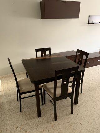 Muebles salón, mesa, sillas.