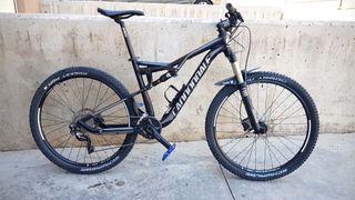 Bicicleta de montaña doble suspensión.