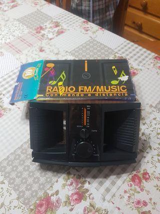 Radio con altavoces y mando