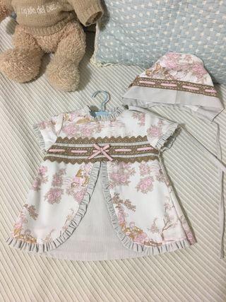 Vestido Bebé con Capota