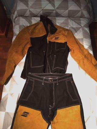 pantalla soldar y ropa trabajo
