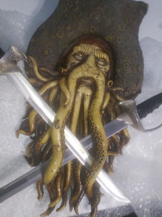 figura con espadas Jack Sparrow