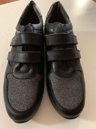 Zapatillas negras talla 38 y 39