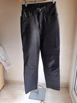 Pantalón corte vaquero de cuero negro