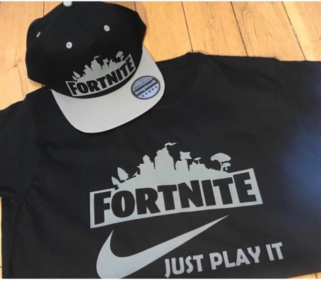 Fortnite t shirt and snapback