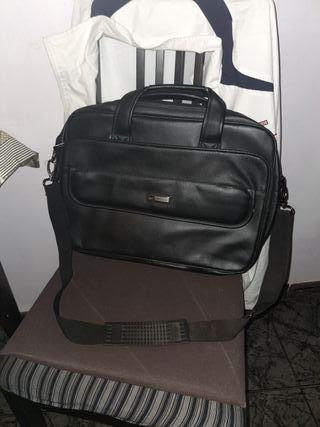 maletin piel para portatil