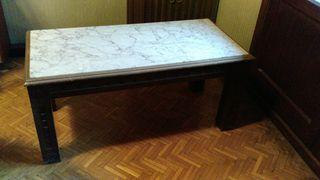 Mesa de centro de madera y mármol de una pieza