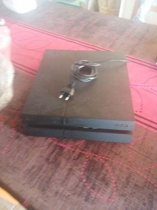 PS4, 2 mandos y algunos juegos.