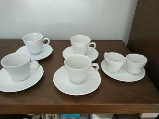 4 tazas grandes y 2 pequeñas