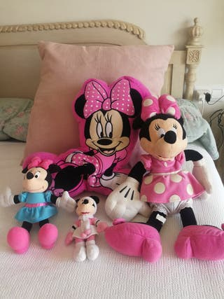 minnie, cojin y tres minnie