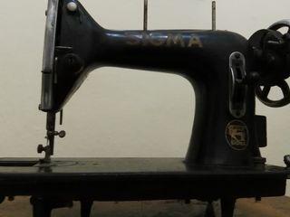 Máquina antigua de coser, cabezal