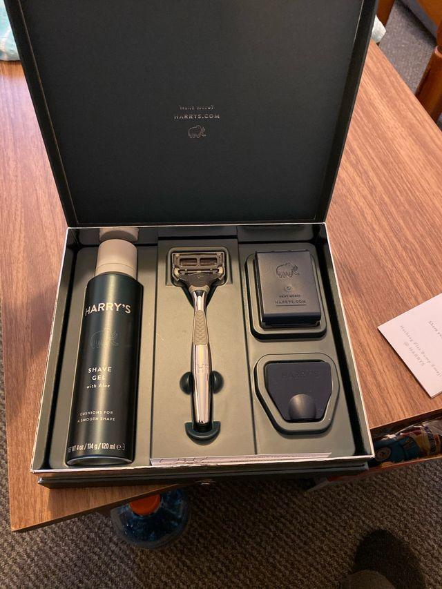 Harry's shaving set